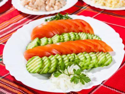 Редена салата от домати и краставици